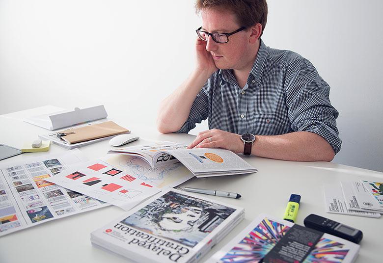 Rob Orchard ist Gründer, Geschäftsführer und Chefredakteur von Delayed Gratification. Das Magazin erscheint viermal im Jahr und wirft in langen Geschichten einen Blick zurück auf die wichtigsten Meldungen der vergangenen drei Monate. Dahinter steckt die von Orchard und seinen Mitgründern entwickelte Philosophie des Slow Journalism, die lange, gut recherchierte Hintergrundgeschichten vor Aktualität und Schnelllebigkeit von Meldungen stellt. www.slow-journalism.com